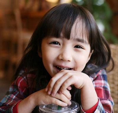 可爱小孩亲脸图片大全