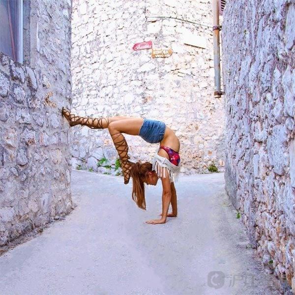 瑞典美女飞机师世界各地练瑜伽