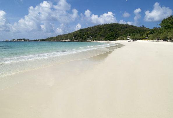 生活实用 泰国旅游  沙美岛是罗勇府的第一旅游岛,以细腻洁白的沙滩而