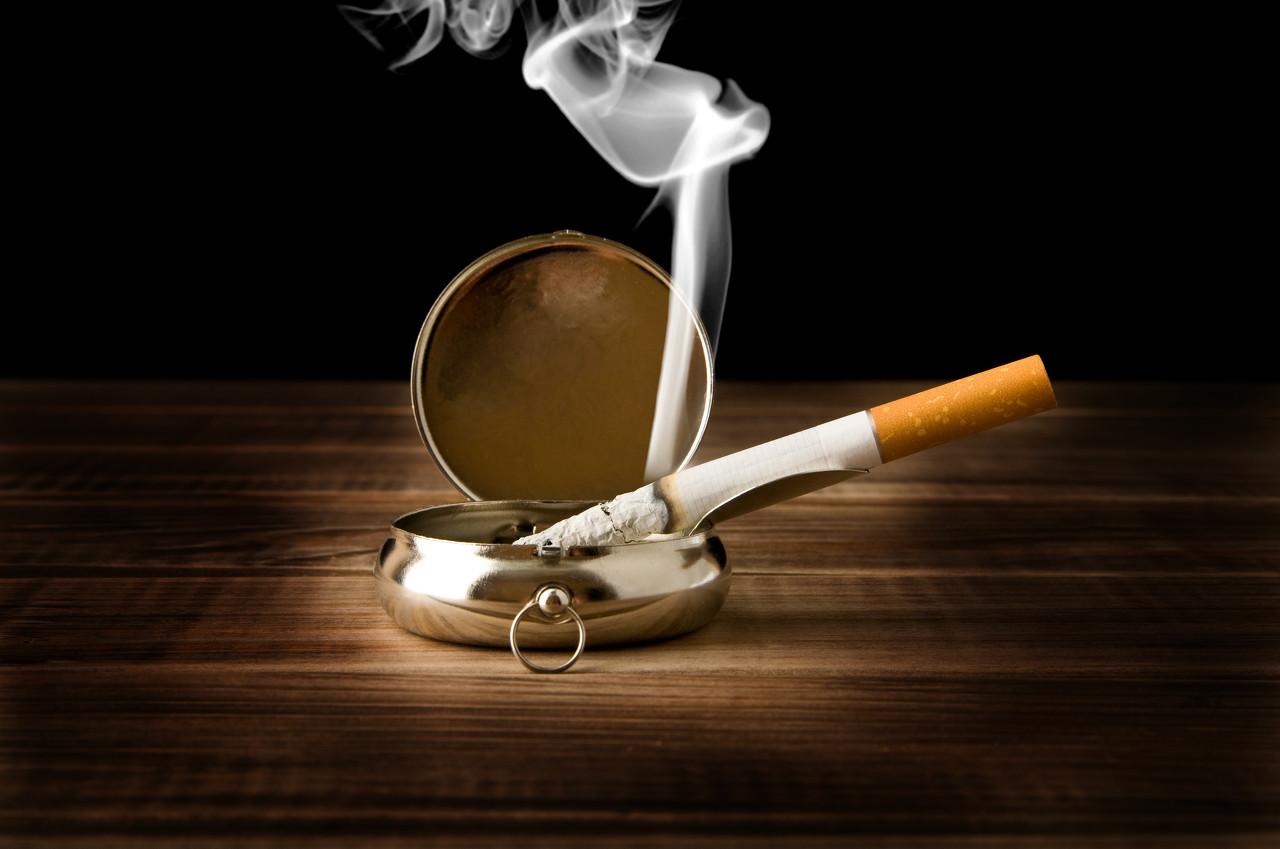 新研究:香烟在熄灭后依旧释放有害物质