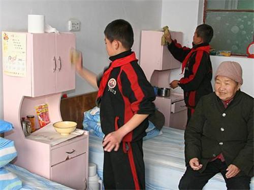 在嵩山少林学校饮食视频是荤素搭配-feiyue文武涩情。图片