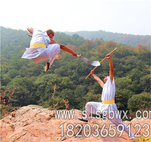 嵩山少林寺武术学院的学生在对练