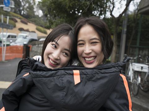 日本娱乐圈最红姐妹花:广濑爱丽丝和广濑铃的写真展
