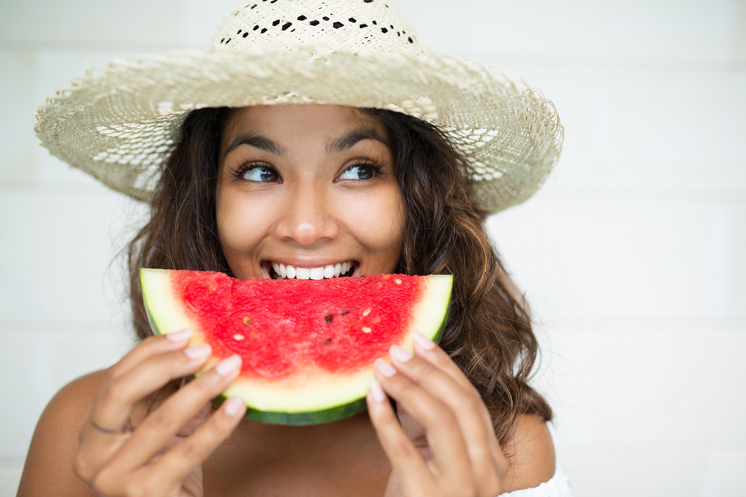 西班牙专家告诉你,夏天吃西瓜除了补水还有这个好处!