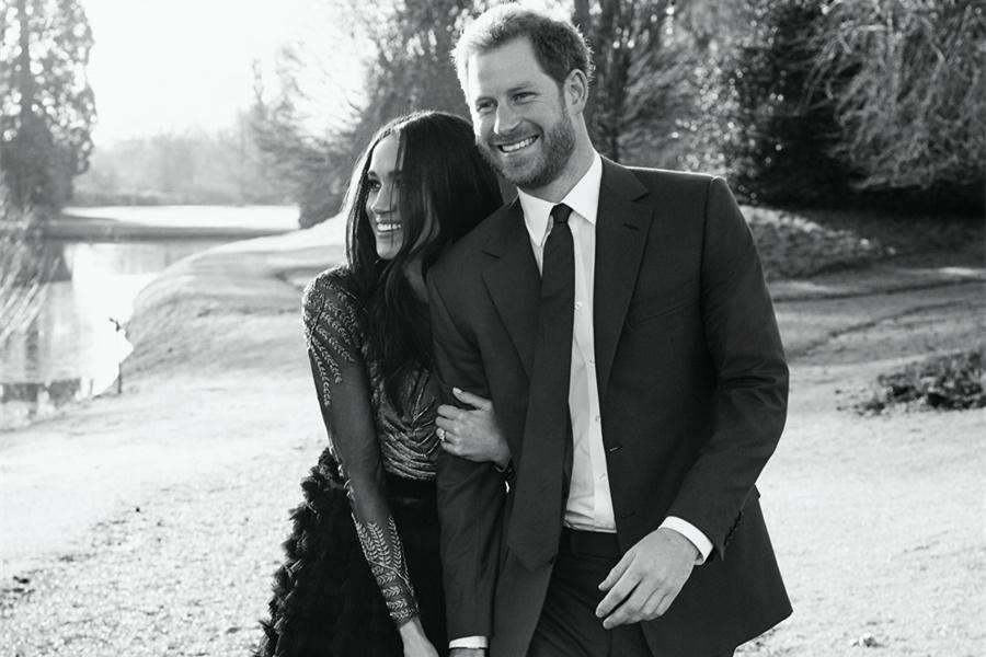 哈里王子订婚照:十指交扣 柔情蜜意(图)