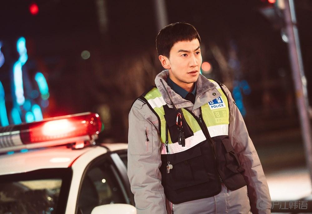 李光洙采访:此刻不是综艺人是演员