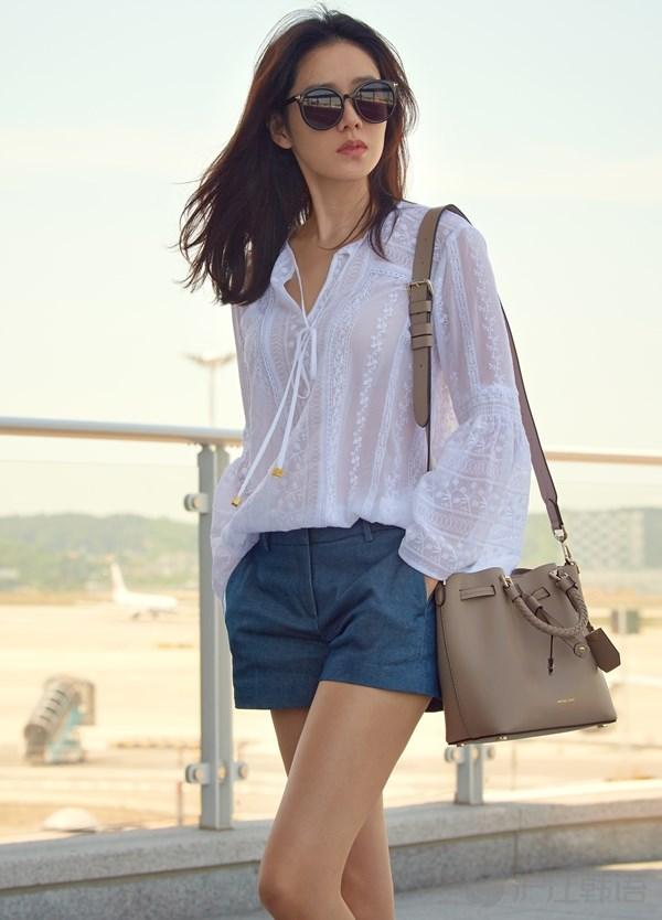 韩国女星运用 透视元素 变身时尚达人