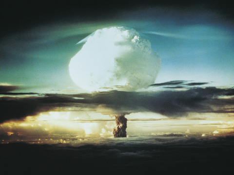 被核弹炸了后应该怎样自救?都来学一学