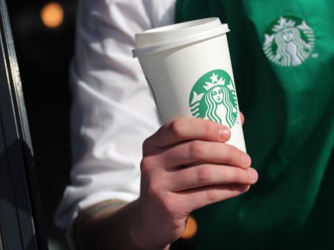 为什么星巴克咖啡敢涨价,而便利店的只敢打折