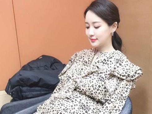 产后恢复快得让人怀疑假孕的韩艺人们