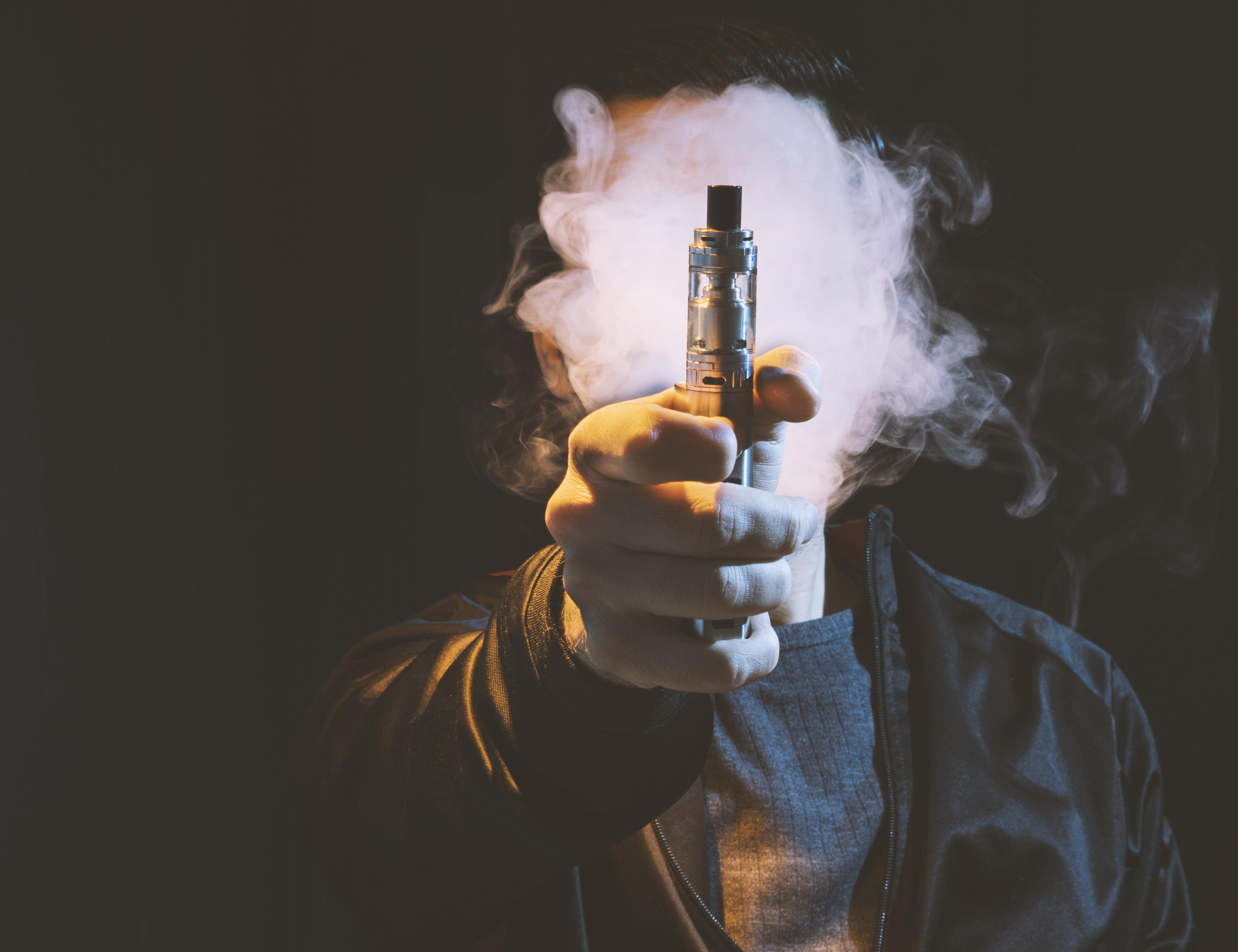 一词:电子烟的危害疑似变大,头部公司遭到美国政府调查