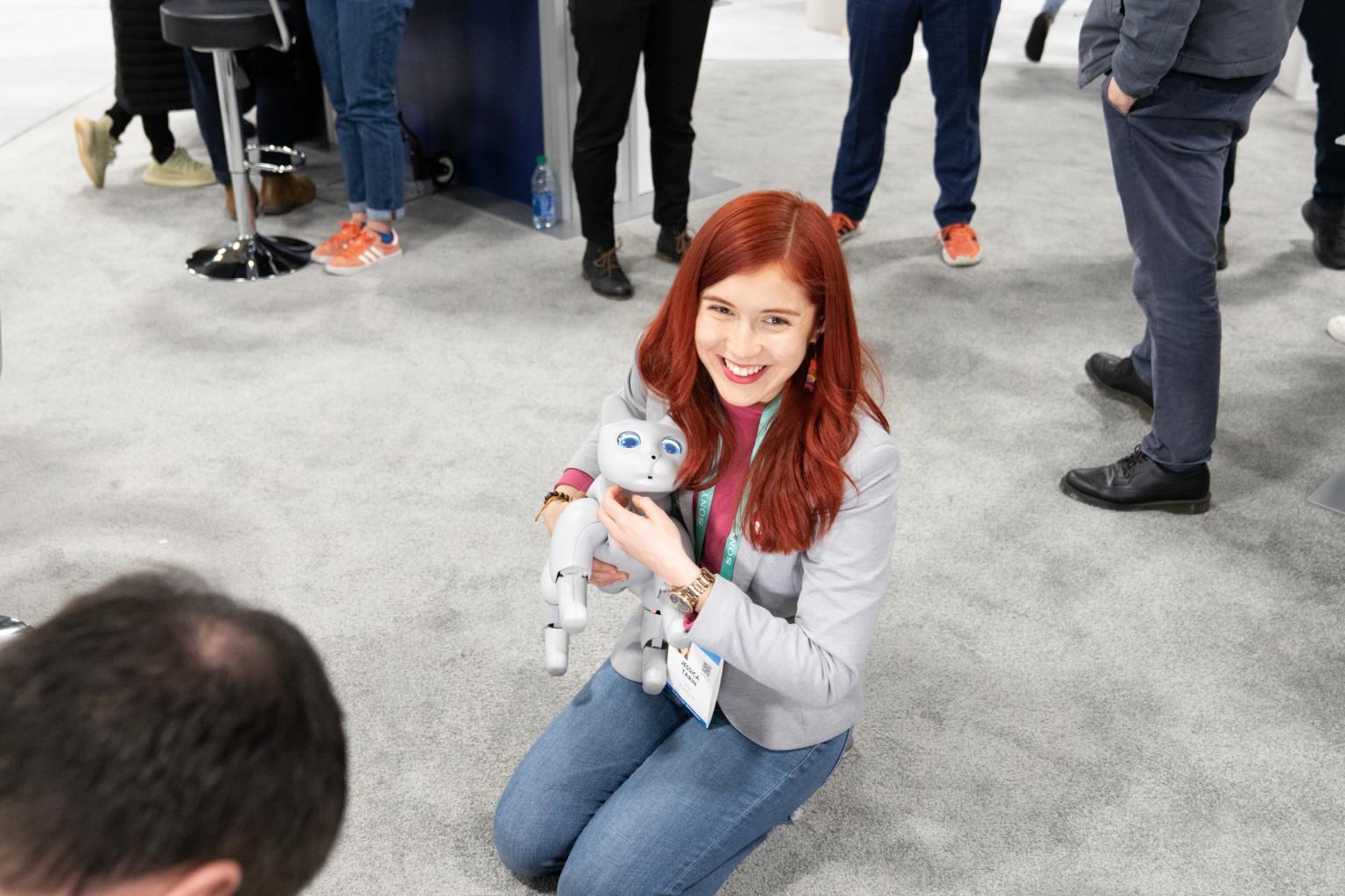 深圳一公司推出机器宠物猫,行为和真猫差不多