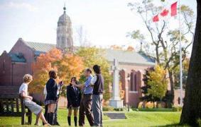 细数加拿大研究生留学费用与专业选择 高分雅思更具优势