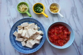 台风天也不怕肚子不饱;家常秋季补水菜:西红柿豆腐